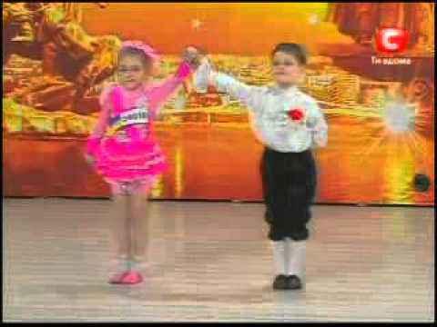 Дети танцуют !