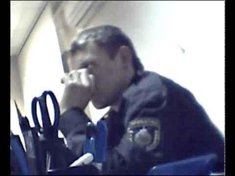 прикол! голодный русский мент! RUSSIAN POLICE!